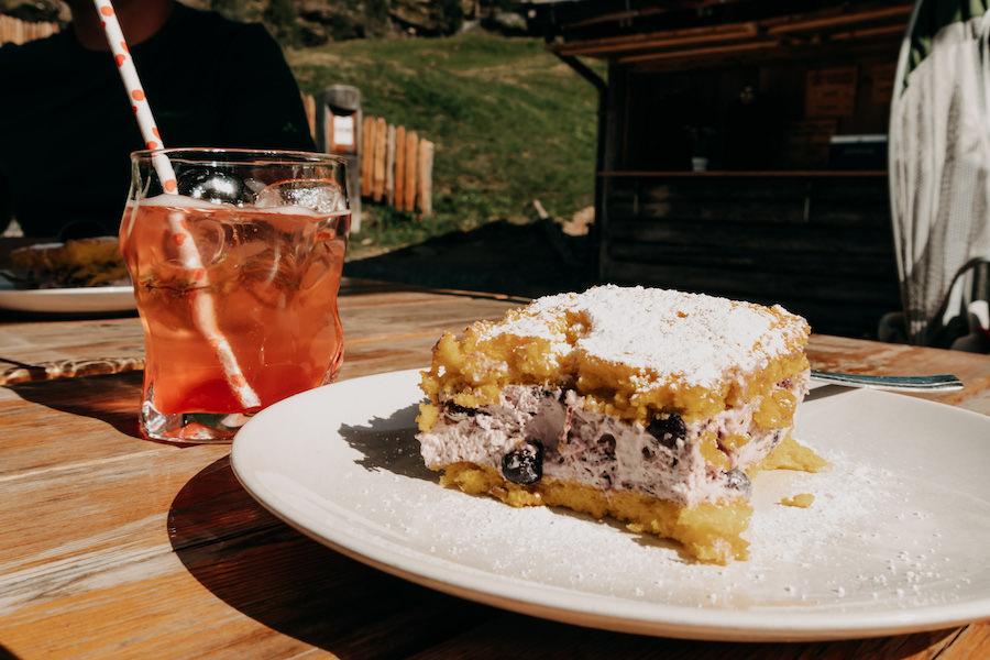 Hirzer Wanderung - A Tasty Hike - Suedtirol - Gompm Alm Kuchen