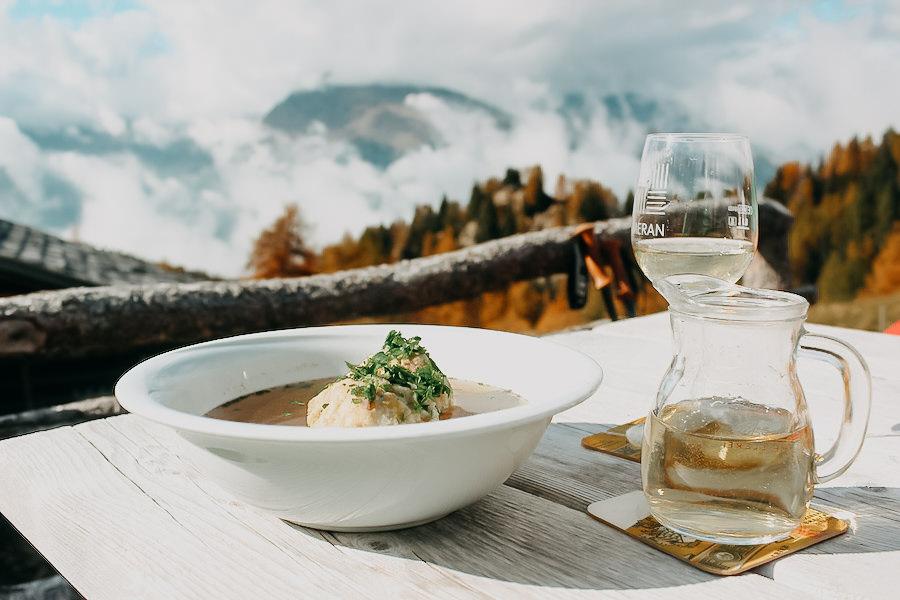 Hirzer Wanderung - A Tasty Hike - Suedtirol - Hintereggalm Essen