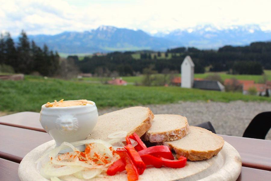 Alpkönigblick - Obazda mit frischem Brot - Höfle Alpe - Wandern im Allgäu