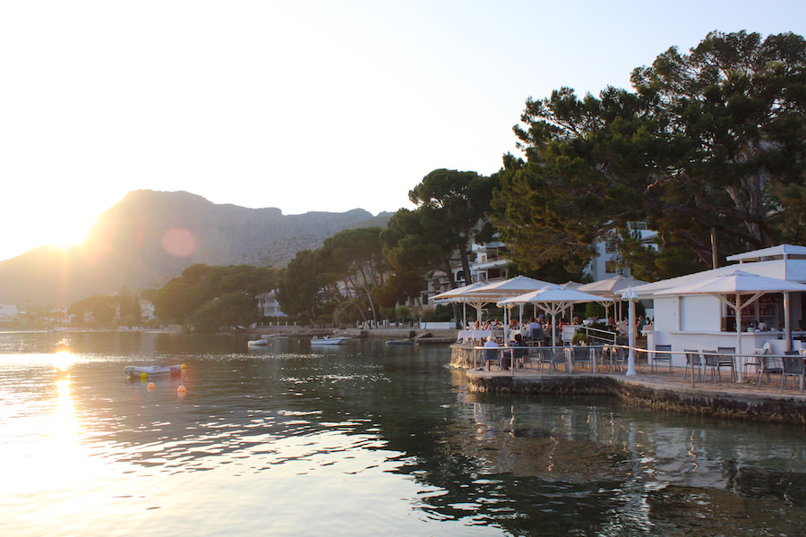 Port de Pollença - Mallorca - Hotel Illa d'Or - Poolbar am Abend
