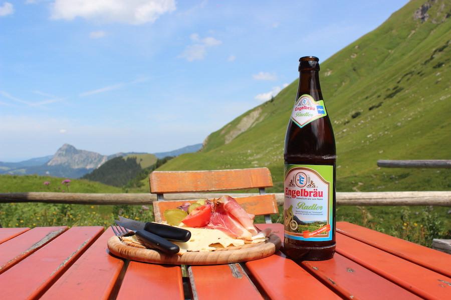 Vom Neunerköpfle zur Sulzspitze in Tirol - Gappenfeldalm Brotzeit