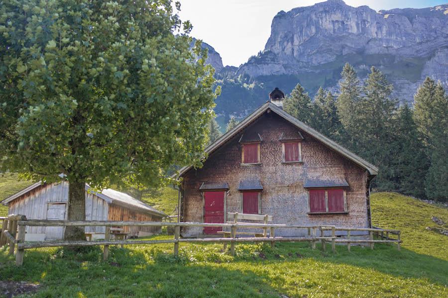 Wandern in den Schweizer Alpen - Berghütte