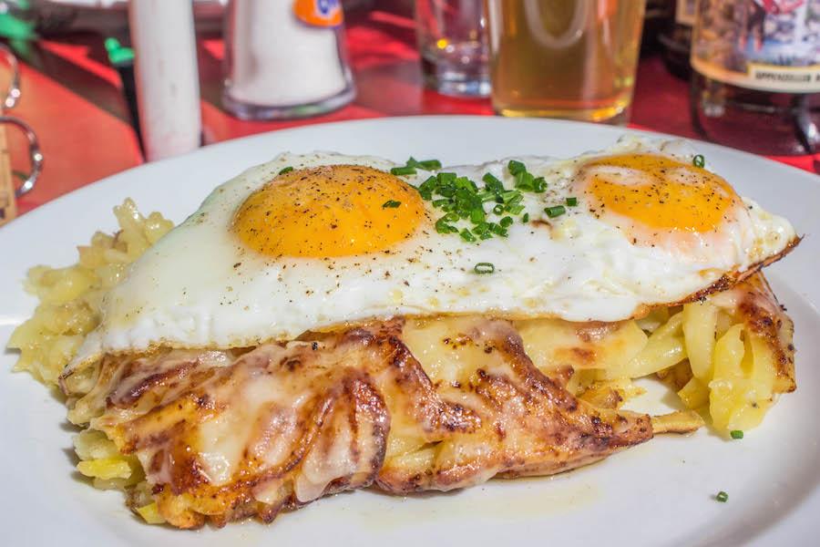 Wandern in den Schweizer Alpen - Chäsrösti mit Ei
