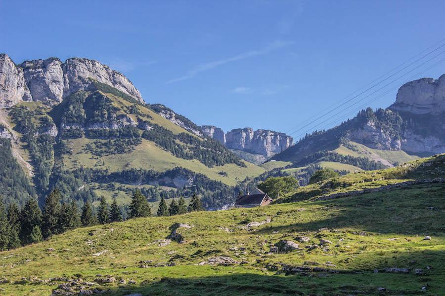 Wandern in den Schweizer Alpen - Hochebene