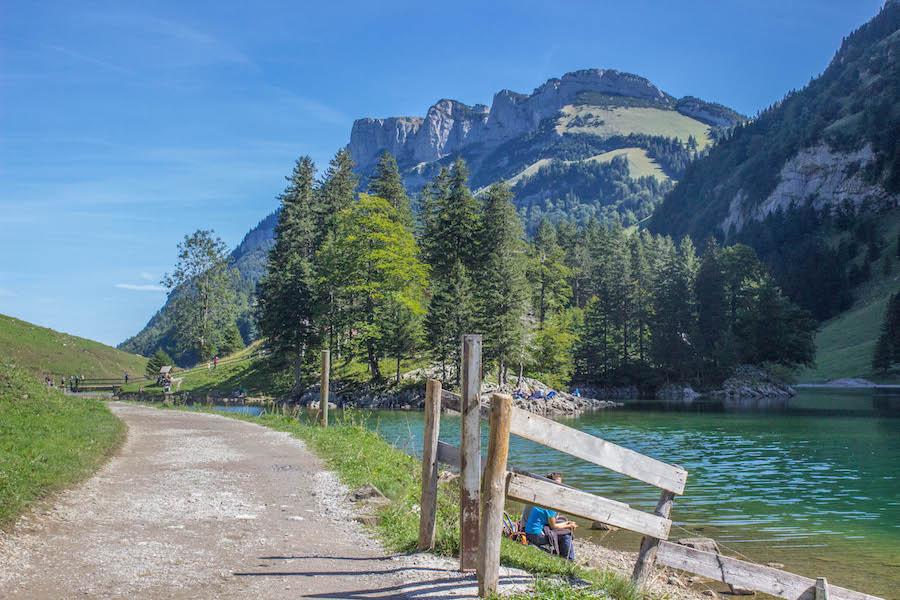 Wandern in den Schweizer Alpen - See