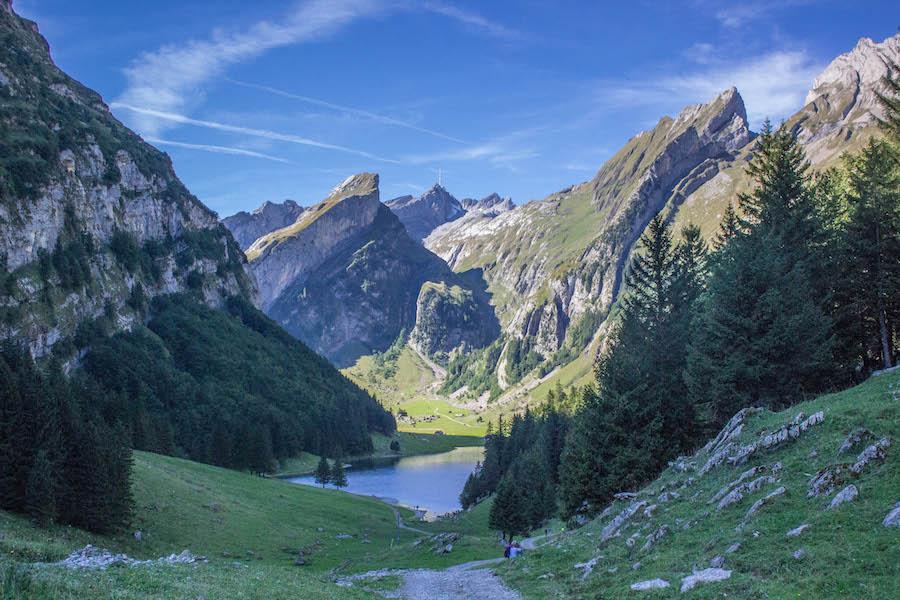 Wandern in den Schweizer Alpen - Seealbsee