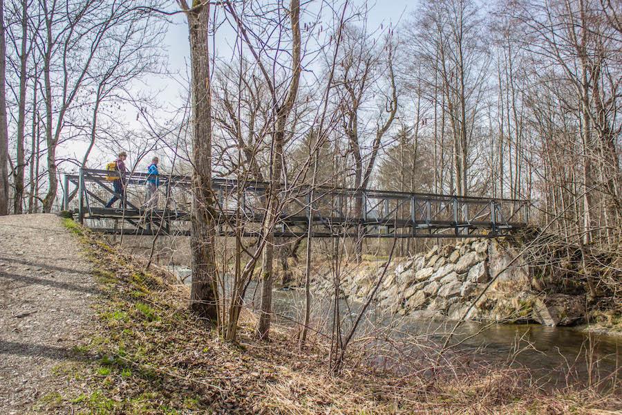 A Tasty Hike - Wandern am Gruentensee - Bruecke