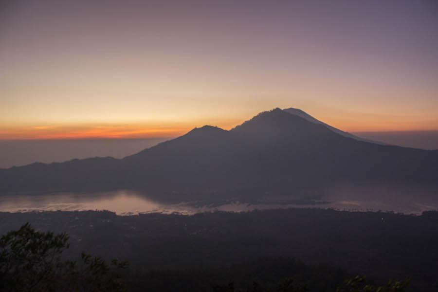 Wanderung Gunung Batur auf Bali - roter Horizont