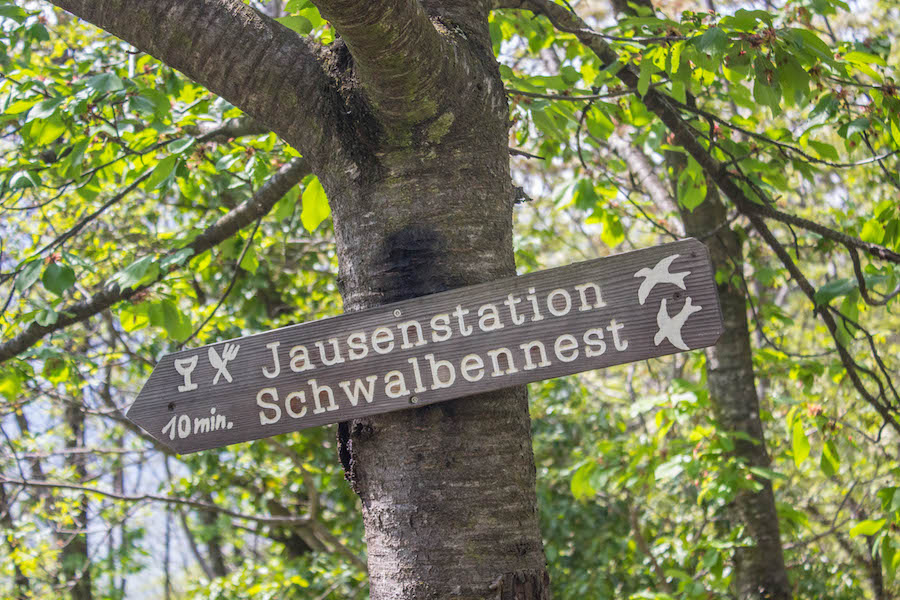 Naturnser Waalweg Suedtirol - Jausenstation Schwalbennest
