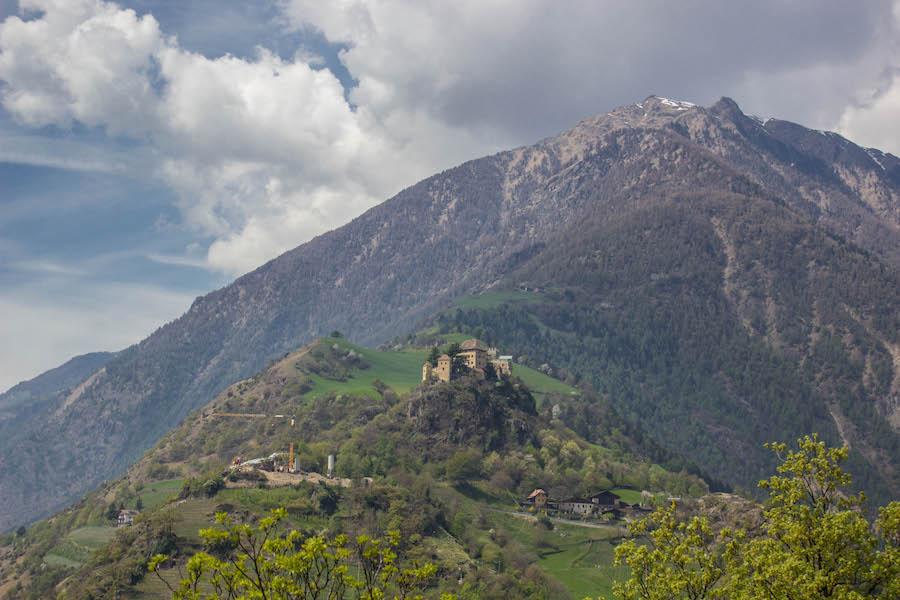 Naturnser Waalweg Suedtirol - Schloss Juval