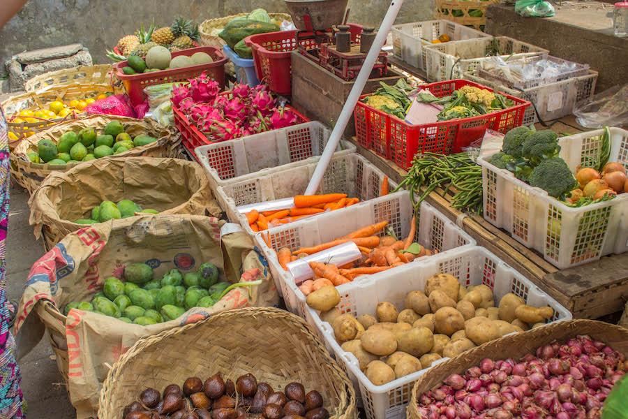 kochkurs-auf-bali-gemuesestand-auf-dem-markt