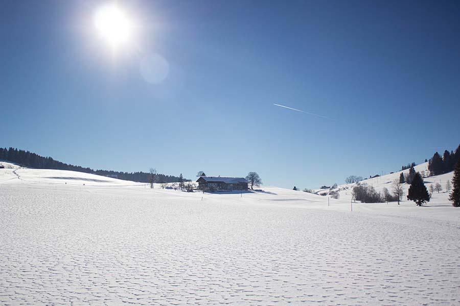 Premium Winterwanderweg Sinswang im Allgaeu - Bauernhof