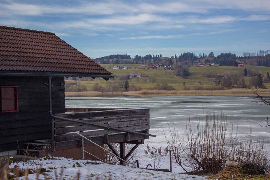 Wanderung Niedersonthofener See - Haus mit Balkon