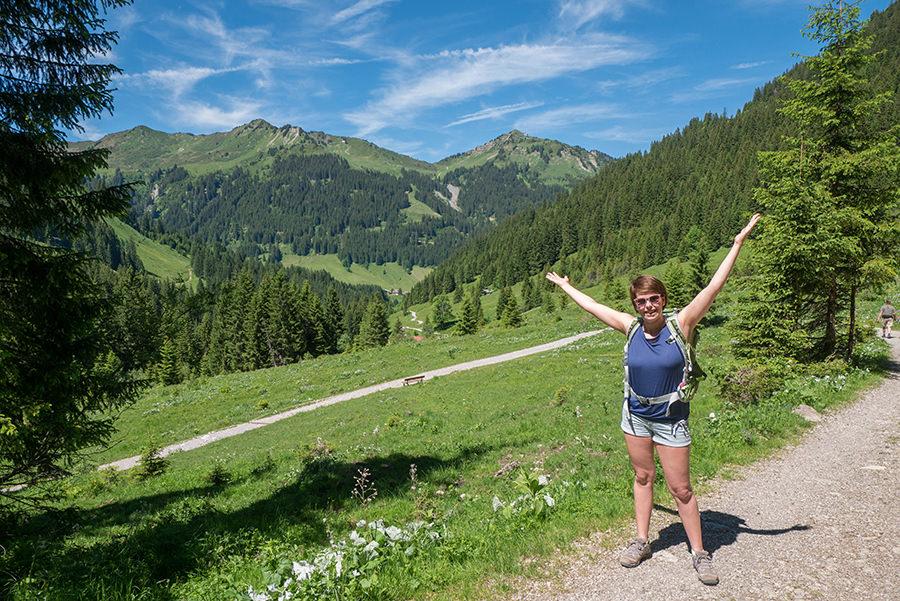 Wanderung im Baergunttal - Jana und Bergpanorama