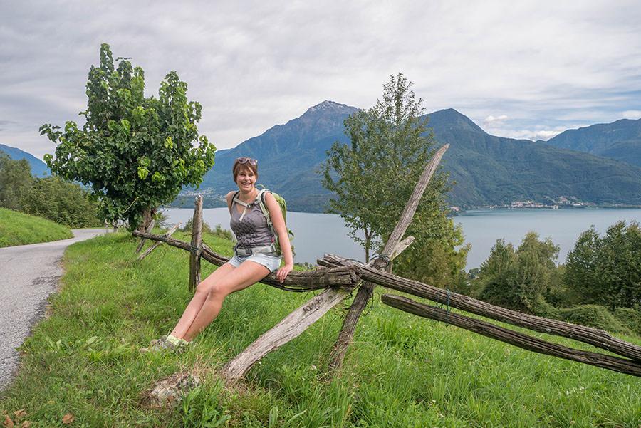 Wandern Gravedona - Jana auf Zaun