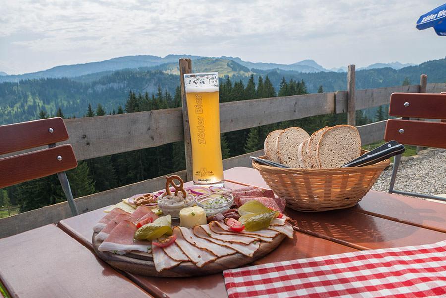 Wandern zum Riedberger Horn - Einkehr Mittelalpe