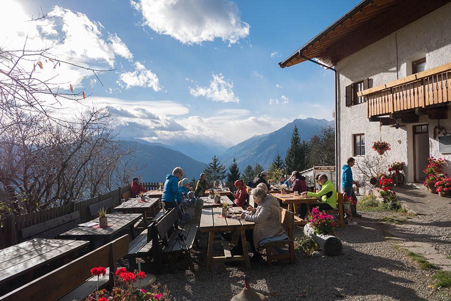 Wandern Taser in Suedtirol - Schnuggerhof Terrasse