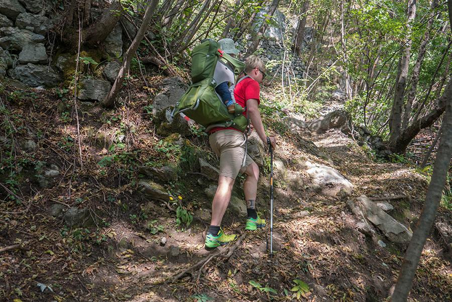 Wandern bei Peglio am Comer See - Bergauf