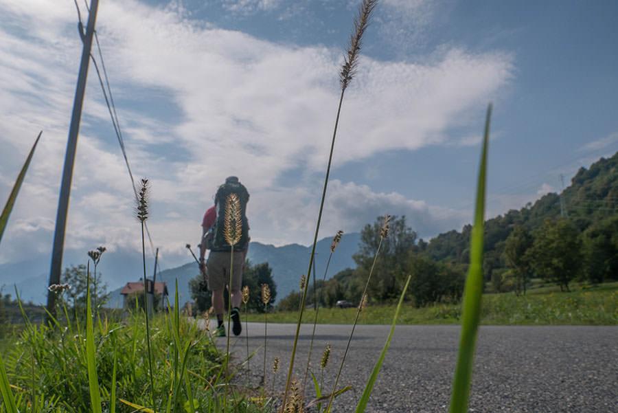 Wandern bei Peglio am Comer See - Straße