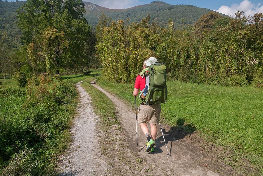 Wandern bei Peglio am Comer See - Wiesenweg