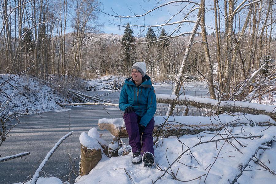 A Tasty Hike - Microadventure - Wanderung Schmiedsfelden - Jana sitzend