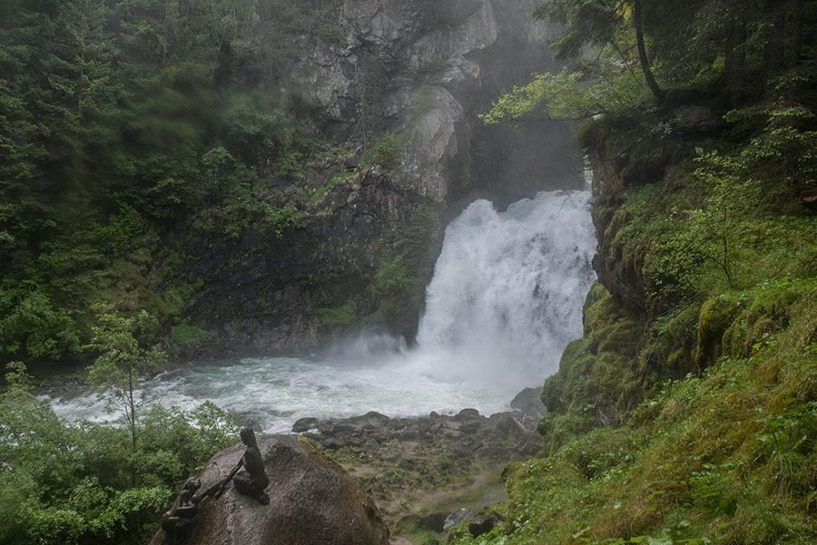 A Tasty Hike Wanderung Reinbach Wasserfaelle bei Sand in Taufers in Suedtirol - Wasserfall Nr 1