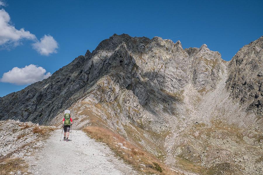 A Tasty Hike - Wanderung Kuhleitenhuette Meran 2000 - Christian mit Bergen