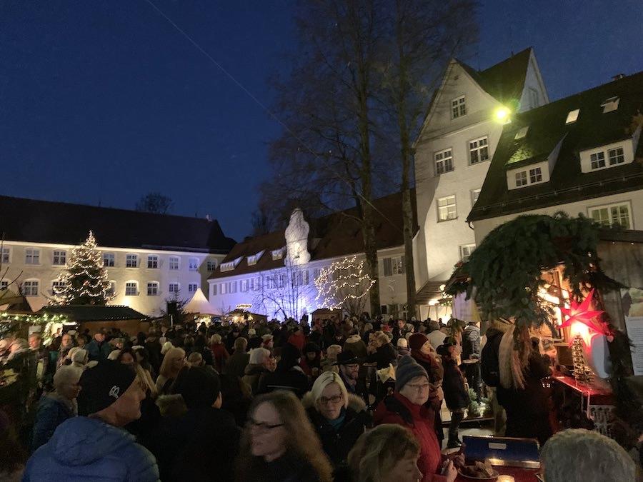 Schoenster Weihnachtsmarkt im Allgaeu - A Tasty Hike - Isny