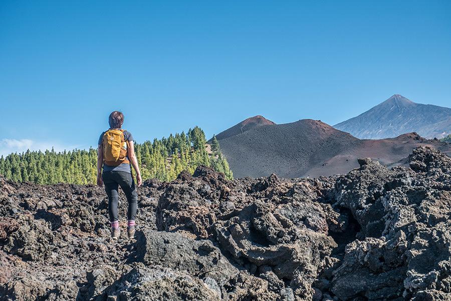 A Tasty Hike - Wandern Teneriffa - Rundwanderung Vulkan Chinyero - Jana mit Aussicht