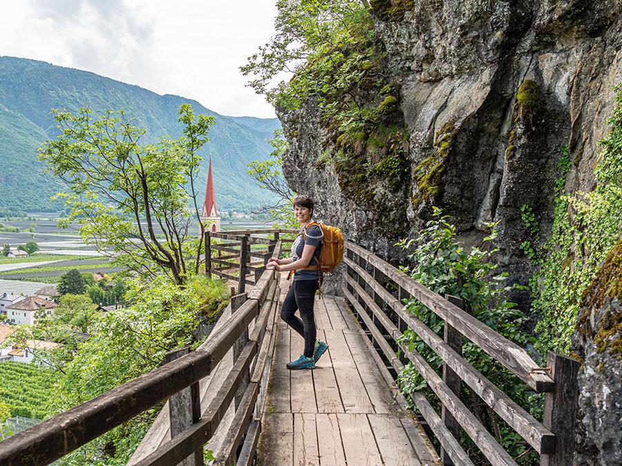 A Tasty Hike - Waalweg Lana - Suedtirol - Brandiswaalweg - Bruecke Jana