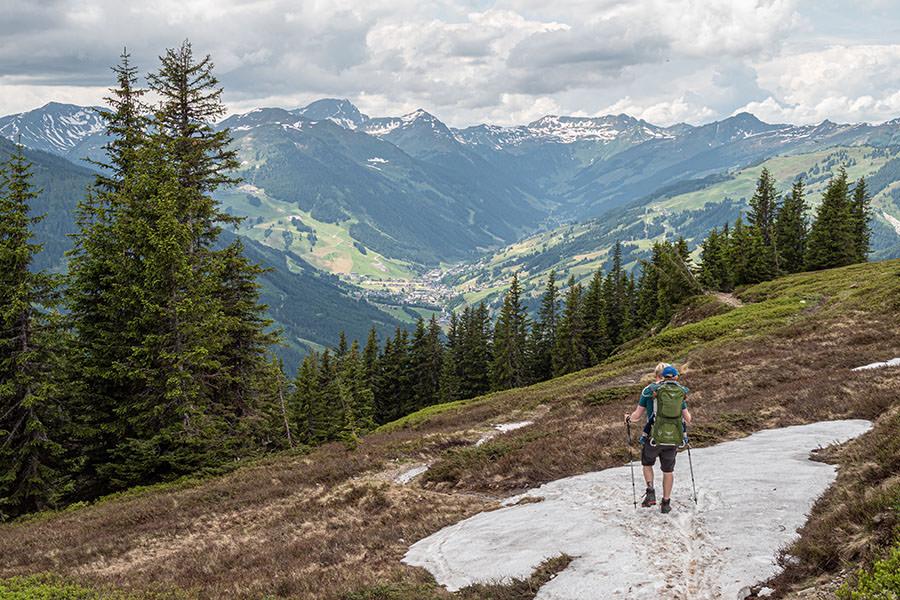 Saalbach Hinterglemm Sommer - Wanderung vom Kohlmaiskopf zur Wildenkarhuette - A Tasty Hike - Abstieg