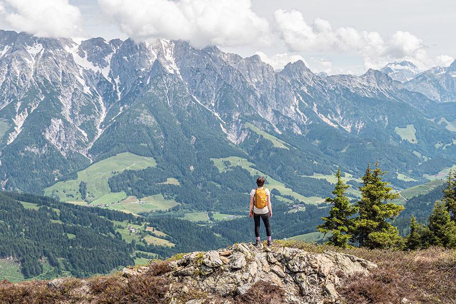 Saalbach Hinterglemm Sommer - Wanderung vom Kohlmaiskopf zur Wildenkarhuette - A Tasty Hike - Aussicht steinernes Meer