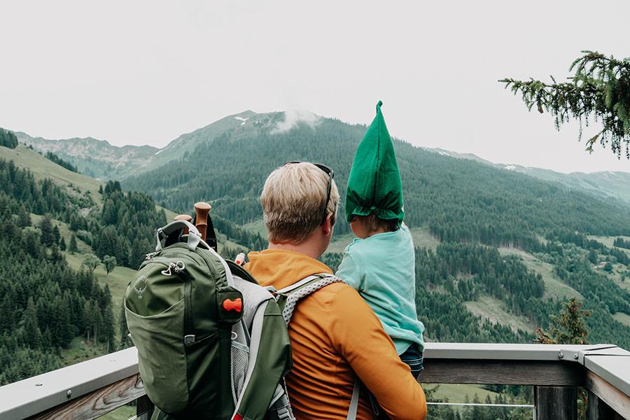 A Tasty Hike - Saalbach Hinterglemm mit Kindern - Talschluss - Aussicht mit Zwerg