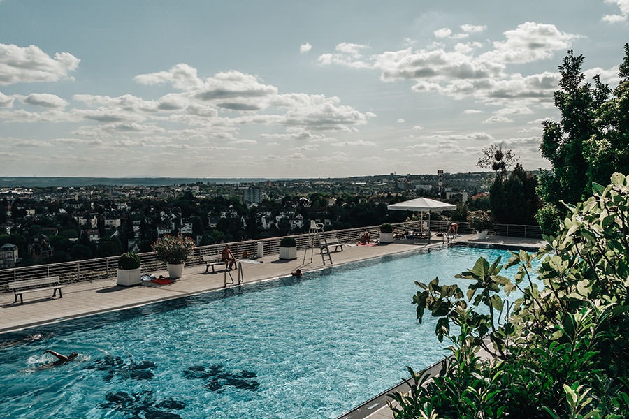 A Tasty Hike - Wiesbaden Aktivitaeten - Wiesbaden Sehenswuerdigkeiten - Opelbad Pool