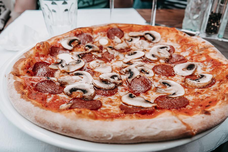 A Tasty Hike - Wiesbaden Aktivitaeten - Wiesbaden Sehenswuerdigkeiten - Restaurant Aurum Pizza