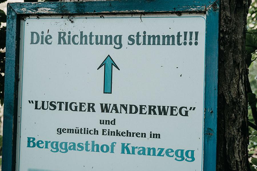 A Tasty Hike - Gruenten Wandern - Lustiger Wanderweg Allgaeu - Berggasthaus Schild