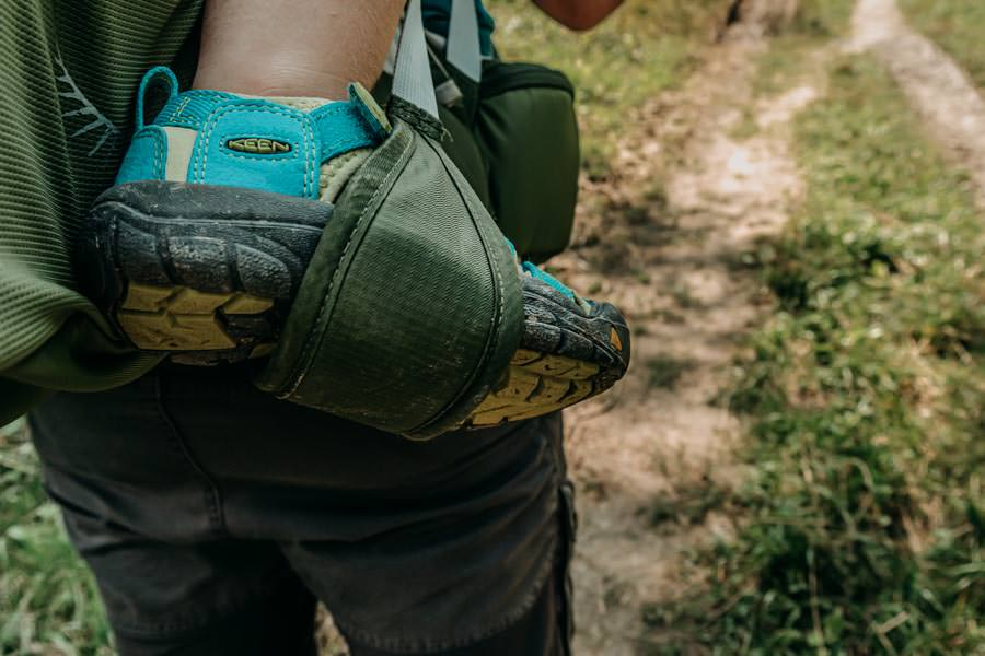 A Tasty Hike - Gruenten Wandern - Lustiger Wanderweg Allgaeu - Zwergsteiger – Keen Kinderwanderschuhe in der Kraxe