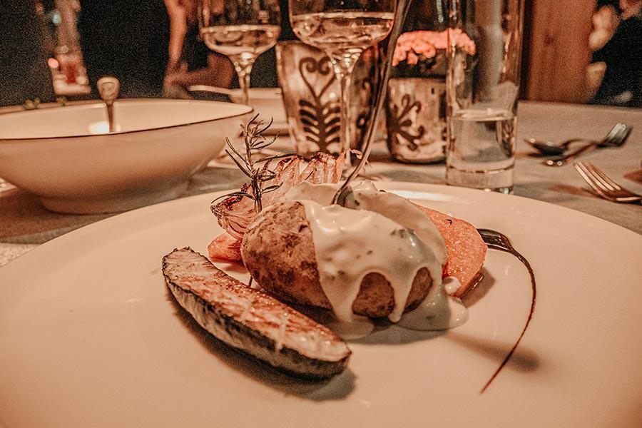 A Tasty Hike - Hotel in Fiss - Hotel Chesa Monte Abendessen