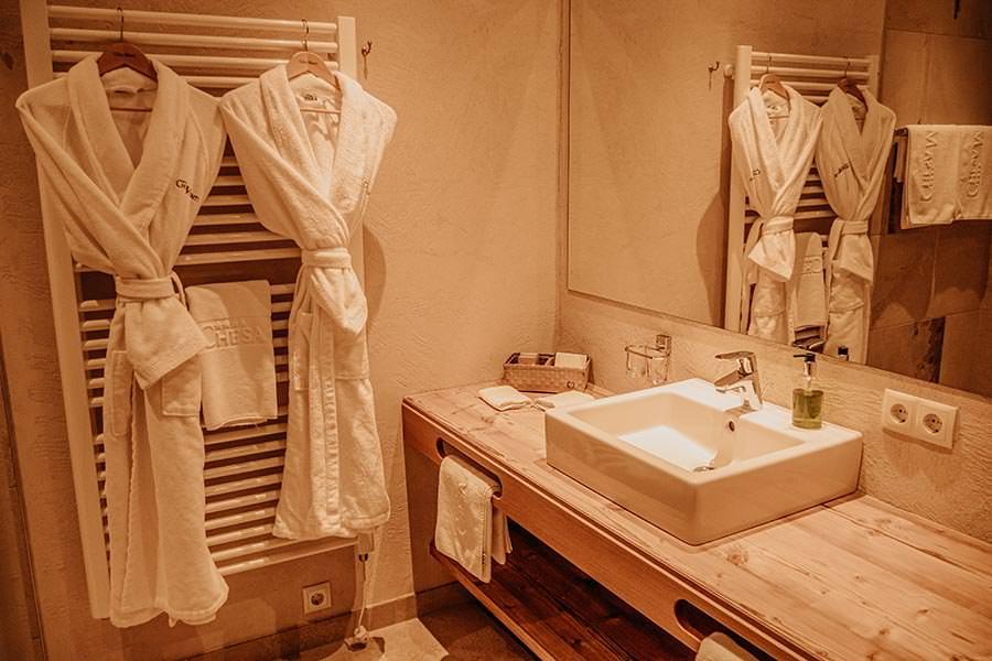 A Tasty Hike - Hotel in Fiss - Hotel Chesa Monte Badezimmer
