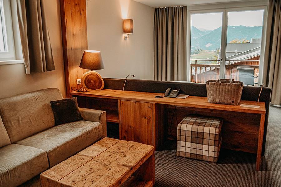 A Tasty Hike - Hotel in Fiss - Hotel Chesa Monte Wohnzimmer