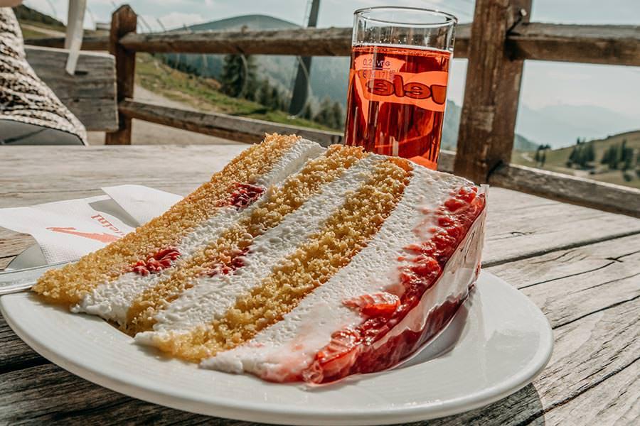 A Tasty Hike - Meran 2000 - Waidmann Alm und Kirchsteiger Alm - Genusswanderung - Kuchen Kirchsteiger Alm