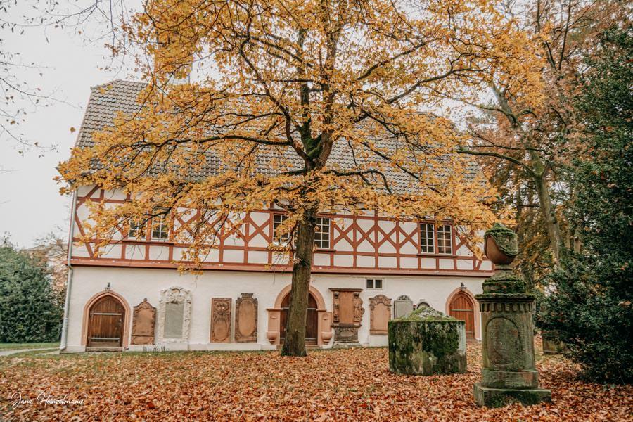 Tagesausfluege Hessen - Secret Places in Hessen - Lahntal - Alter Friedhof Giessen - Kapelle
