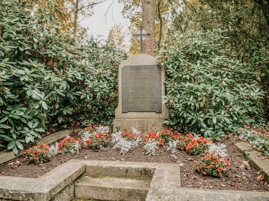 Tagesausfluege Hessen - Secret Places in Hessen - Lahntal - Alter Friedhof Giessen - Roentgengrab