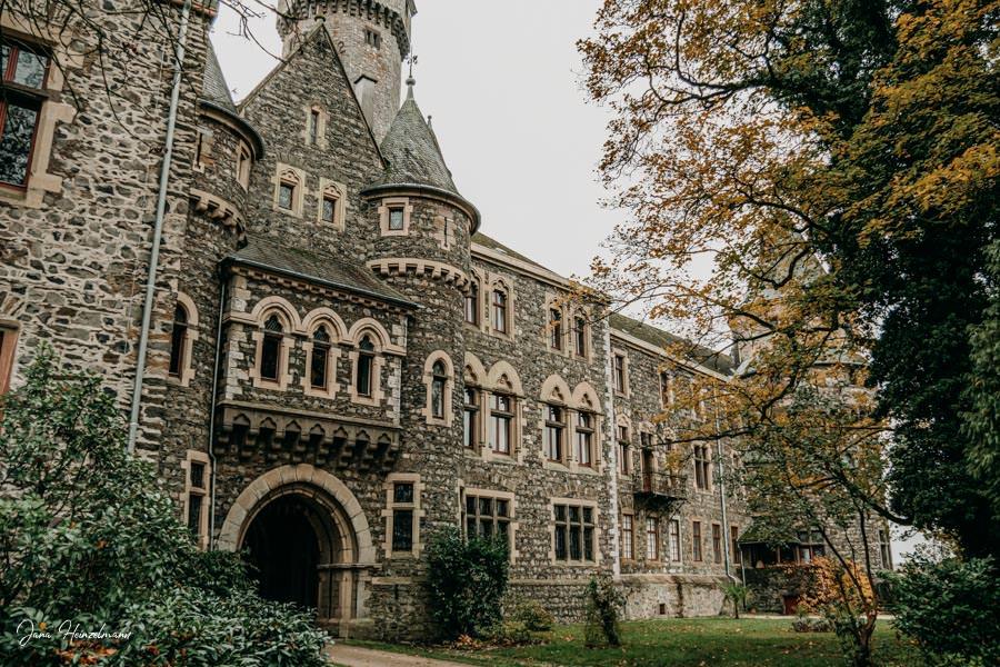 Tagesausfluege Hessen - Secret Places in Hessen - Lahntal - Schloss Braunfels Aussen