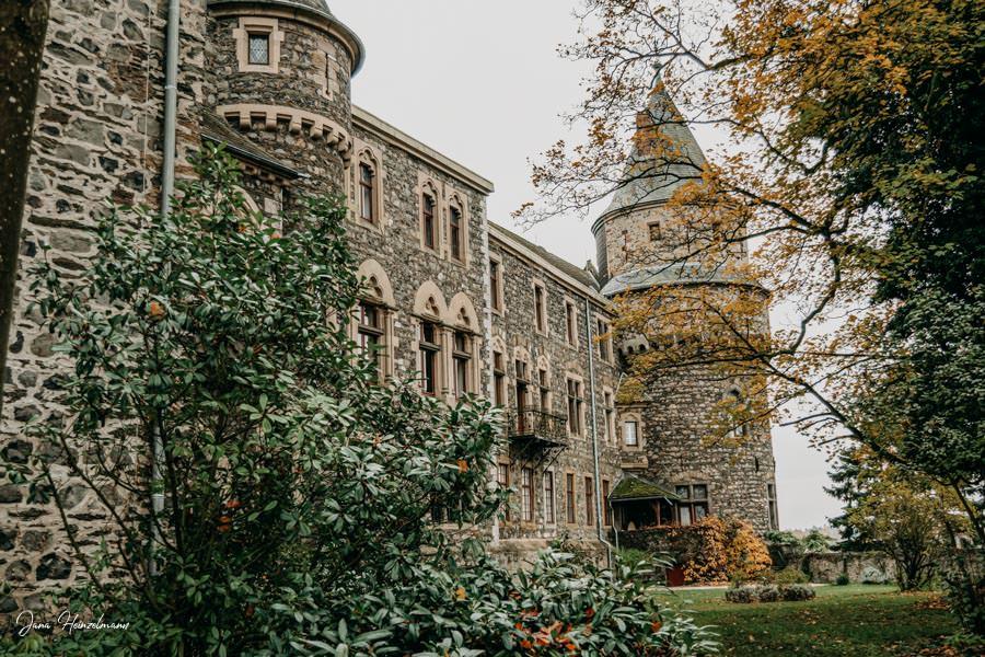 Tagesausfluege Hessen - Secret Places in Hessen - Lahntal - Schloss Braunfels - Aussenanlagen
