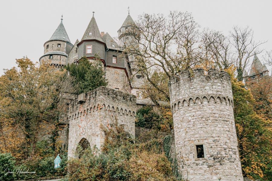 Tagesausfluege Hessen - Secret Places in Hessen - Lahntal - Schloss Braunfels