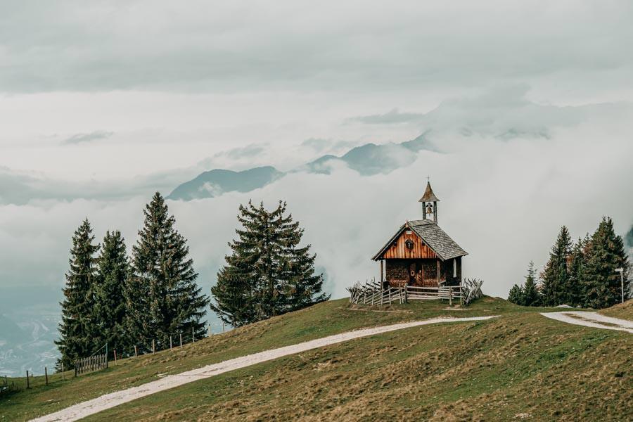 Gefuehrte Wanderungen - sinnvoll oder nicht - Wanderung zum Monteneu im Montafon Kappelle mit Aussicht