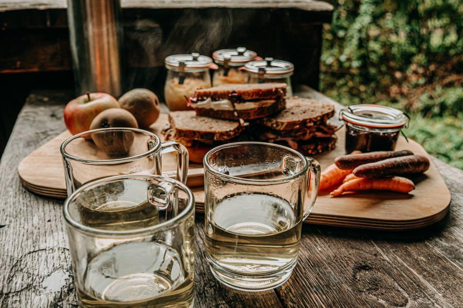 Spessart Wandern Spessartspur Wildromantische HIrschbornteiche - Picknick von der Seite
