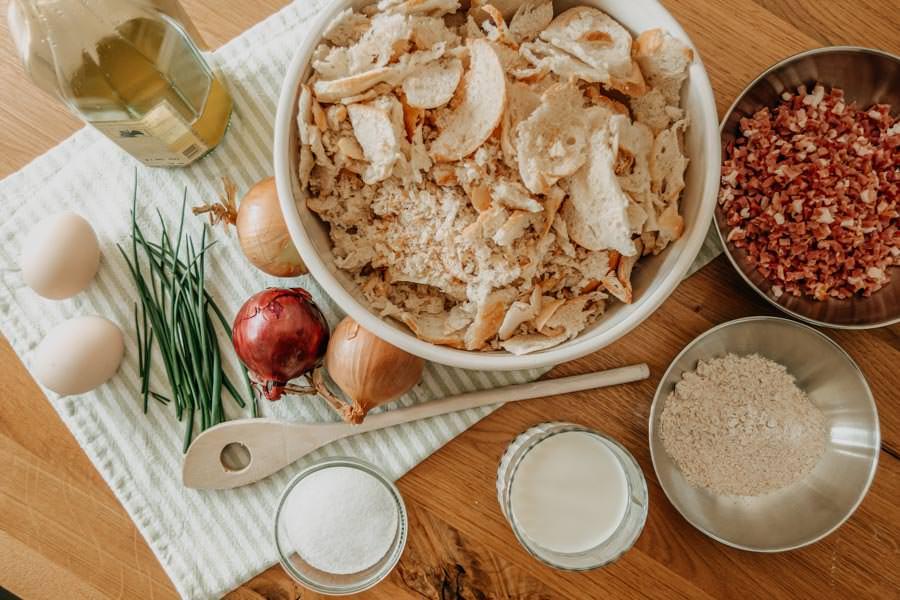 Kaeseknoedel Rezept mit rotem Krautsalat - Huettenessen - Huettengaudi - Zutaten
