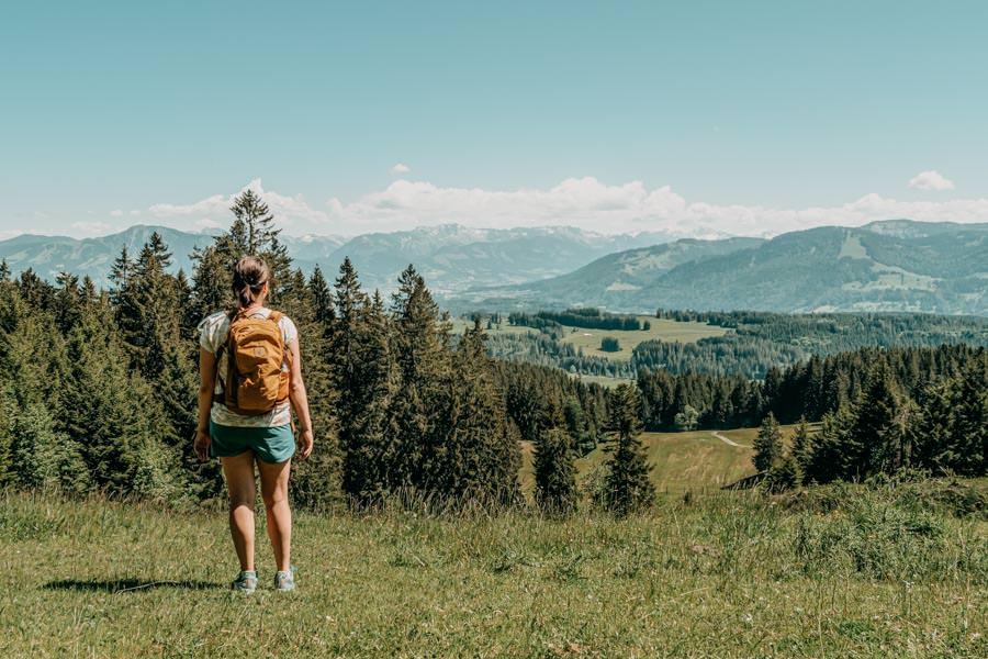 Wanderung Hauchenberg mit Alpkoenigblick im Allgaeu – Jana mit Aussicht